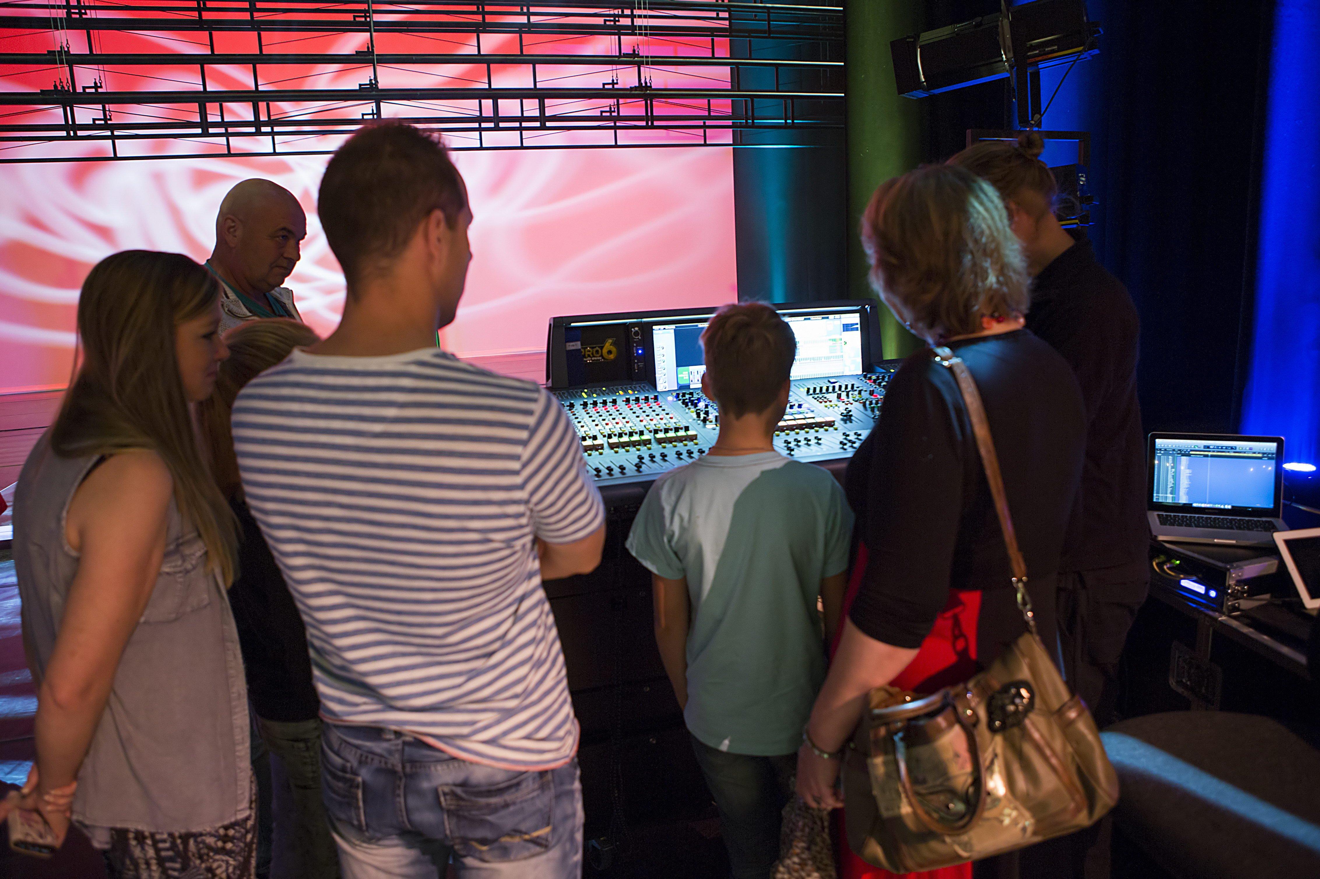 Kijkje achter de schermen in een theater
